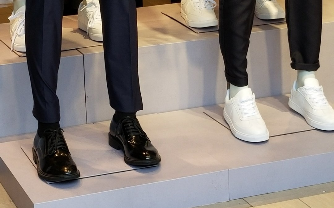 【 Suit + Sneakers? 】 A Fancy, or Weird Combination?