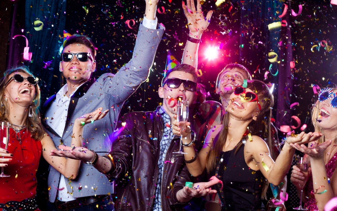 【Party Season】 How to dress appropriately, while charming most at parties?